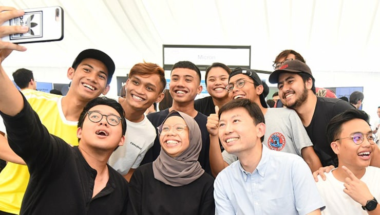 Students huddle for a wefie during Electronics Industry Day
